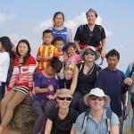 amis et membres de l'association le monde des enfants hmong à Phu Chi Fa (thailande) avec la famille de Soua Ly Sevellec